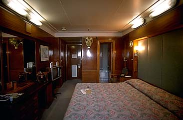 Queen mary passenger and crew accomodations for First class cruise ship cabins