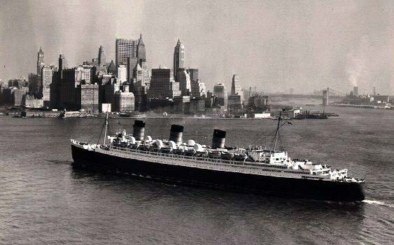 [Queen Mary Arriving at New York]